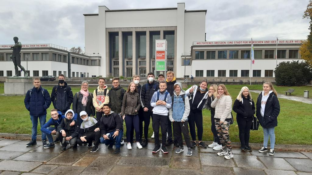 Klasse 9a vor dem Hygienemuseum