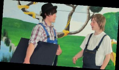 Bild einer Vorführung in unserer Aula zum Motto Märchen aus aller Welt